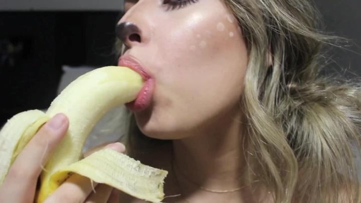 frecklequeen halloween banana blowjob tease – FreckleQueen – FreckleQueen, Tongue Fetish
